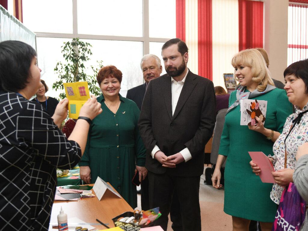 В регионе начал работу I областной родительский форум
